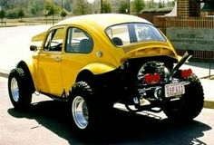 Throwback Thursday - what was the oldest car you ever owned? Mine was a 1960 yellow VW Baja Bug like this one. Buggy Vw, Vw Dune Buggy, Dune Buggies, Vw Bus, Car Volkswagen, Motor Ap, Combi Wv, Volkswagon Van, Vw Baja Bug