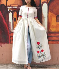 This white chanderi cape looks just as elegant as the embroidered flowers on it's side panel. The flowers embroidered in resham threads contrast the colour white and make the overall outfit a perfect beauty to add up to your wardrobe. Kurti Sleeves Design, Kurta Neck Design, Frock Fashion, Indian Gowns Dresses, Kurta Designs Women, Kurti Designs Party Wear, Designs For Dresses, Dress Indian Style, Indian Designer Outfits