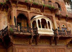 WHITE: MAHARAJA'S BALCONY, RAMNAGAR FORT – VARANASI, INDIA