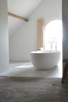 this would be so nice with an old style free standing bath! Bathroom Inspiration, Interior Inspiration, Relax, Laundry In Bathroom, Open Bathroom, Tadelakt, Beautiful Bathrooms, Bathroom Interior, Interiores Design