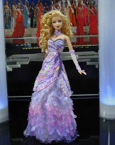 Miss Hilton Head Barbie Doll 2010 Barbie Hair, Doll Clothes Barbie, Barbie Miss, Diva Dolls, Poppy Parker, Beautiful Barbie Dolls, Barbie Princess, Pageant Gowns, Barbie Accessories