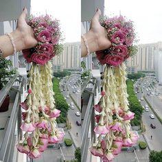 ~Be the floral goddess you were meant to be 🌸🌺🌸 Wedding Chura, Bridal Chura, Wedding Wear, Flower Jewellery For Haldi, Indian Wedding Jewelry, Flower Jewelry, Bridal Jewellery Inspiration, Flower Garland Wedding, Pakistan Wedding