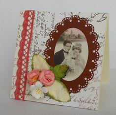 Když+svatební+zvony+zní...+Svatební+blahopřání+je+vytvořeno+ve+vintage+stylu,+doplněno+papírovými+kytkami.+Součástí+přání+je+obálka+v+barvě+základu+přáni.