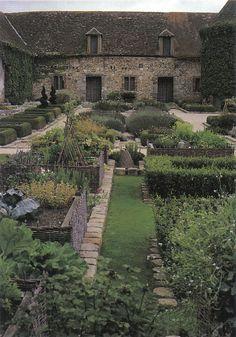 Bois Richeux kitchen garden. Scanned from Designing the New Kitchen Garden by Jennifer R. Bartley.