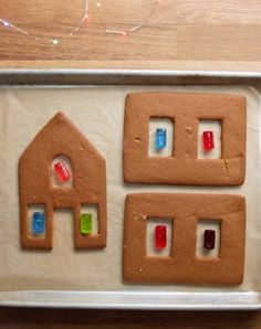 11 Borderline Genius Tips For Making A Gingerbread House - - These basic tricks will take your gingerbread house to the next level. Homemade Gingerbread House, Gingerbread House Template, Cool Gingerbread Houses, Gingerbread House Designs, Gingerbread House Parties, Christmas Gingerbread House, Christmas Sweets, Christmas Cooking, Christmas Goodies