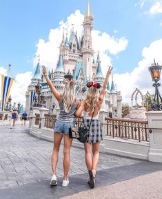 Disney world pictures, bff pictures, best friend pictures, travel p Disney World Pictures, Cute Disney Pictures, Friend Pictures, Travel Pictures, Disney Dream, Disney Disney, Disney Style, Photography Winter, Funny Photography