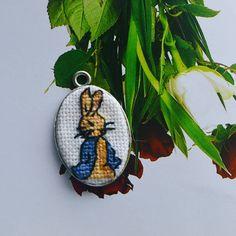 #embroidery #handmade #crafts #needlework  #patch #crossstitch #вышивка #микровышивка #украшения #аксессуары #ручнаяработа #брошь #handembroidery #stitches #design #fashion