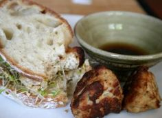 New flavors to an old favorite, Asian style meatball sandwich Pork Recipes, Asian Recipes, Chinese Recipes, Chinese Meatballs, Ideas Sándwich, Soup And Sandwich, Sandwich Recipes, Great Dinner Ideas, Alfalfa Sprouts