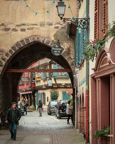 Una ruta para hacer en coche por 16 pueblos de Alsacia que se ven de cuento (Francia) - Viajes - 101lugaresincreibles - Places To Travel, Street View, Exterior, Italy, Travelling, Entertainment, World, Strasbourg, Alsace