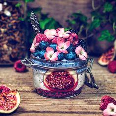 Chiapudding Edible Flowers, Fresh Fruit, Acai Bowl, Blueberry, Coconut, Food, Blueberries, Meal, Eten