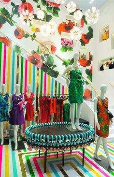 Bold and brilliant, Kate Spade in São Paulo Shop, Graphics : Matthew Stipano Visual Display, Display Design, Store Design, Retail Windows, Store Windows, Visual Merchandising, Cool Retail, Vitrine Design, Retail Solutions
