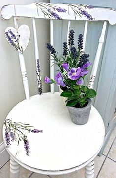 Chalk Painted Chair - The Graphic Fairy - Lavender Heart Chair - Reader Featured Project.lavender for my shelf? Hand Painted Chairs, Whimsical Painted Furniture, Hand Painted Furniture, Paint Furniture, Furniture Projects, Furniture Makeover, Furniture Removal, Furniture Plans, Painted Tables