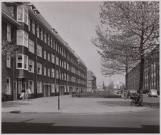 1950's. View of the Juliana van Stolbergenstraat in Amsterdam-West. The street is located in the Bos en Lommer neighborhood and runs between the Willem de Zwijgerlaan and Bestevearstraat. #amsterdam #1950 #JulianavanStolbergenstraat