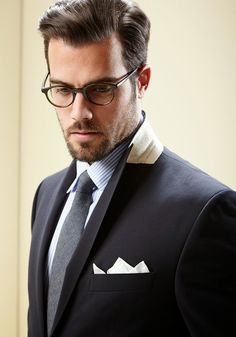 Men's Fashion tips. Dress with dapper and wear the proper attire with our men's style guide. Find male grooming advice, the best menswear and helpful tips. Ray Ban Wayfarer, Fashion Moda, Suit Fashion, Mens Fashion, Beard Fashion, Style Fashion, Dapper Gentleman, Gentleman Style, Mode Masculine