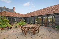 single storey barn conversion - Google Search Barn Conversion Interiors, Farm Buildings, Exterior Design, Small Barns, Garden Buildings, Barn Style House, Laurel House, Craftsman House, Barn Windows