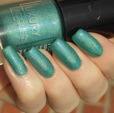 Green, Glaze & Glasses: Manic Monday - About Me! (Catrice Luxury Lacquers LE - Holomania C03 Holo in One)