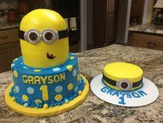 Minion cake with cupcakes and smash cake polka dots