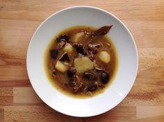 reCocinero: patatas guisadas con setas Patatas Guisadas, Pork, Veggies, Beef, Ethnic Recipes, Fall, Arrows, Crock Pot, Dishes
