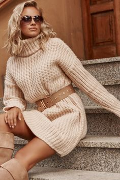 Brown Sweater, Catsuit, Cool Outfits, Golf, Turtle Neck, Nice Clothes, Dresses, Fashion, Ponchos