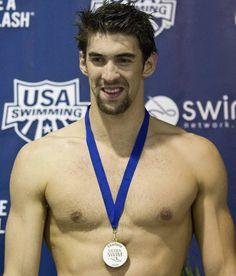 Michael Phelps sorri ao conquistar ouro dos 100 m borboleta em prova em Charlotte, nos EUA