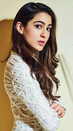 Sara Ali Khan's pictures Bollywood Images, Bollywood Stars, Bollywood Fashion, Bollywood Heroine, Beautiful Bollywood Actress, Most Beautiful Indian Actress, Beautiful Actresses, Indian Celebrities, Bollywood Celebrities