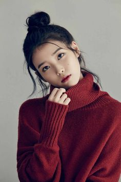 While the K-pop industry has a slew of girl groups garnering popularity with their dance moves, attention-grabbing melodies and charming looks, there are also a number of talented female sol. Korean Beauty, Asian Beauty, Asian Woman, Asian Girl, Pretty People, Beautiful People, Luxy Hair, Fall Inspiration, Monalisa