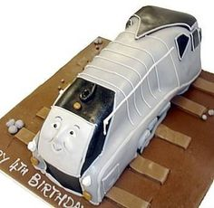 Spencer is a sleek and sophisticated train from the Thomas the Tank Engine series, and this Spencer birthday cake is just as sleek and impressive.