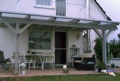 Ein Holz-Terrassendach der Marke REXOcomplete 5m x 3,5m mit opalen Stegplatten. Als Farbe für die Holzschutzcreme wurde Silbergrau gewählt. Diese Farbe lässt die Holzmaserung schön durchschimmern. Für die Entwässerung sorgt eine graue REXOdrop Regenrinne mit Fallrohr. Ort: Reinheim Holz-Terrassendächer REXOcomplete mit Stegplatten erhalten Sie hier: #Terrassendach #Holzterrassendach #REXOcomplete #Stegplatten #Rexin