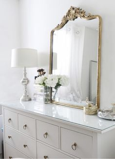 Struggle to find ways to create a glam dresser? Not sure how to decorate it? - Struggle to find ways to create a glam dresser? Not sure how to decorate it? This one trick will tr - Decoration Bedroom, Home Decor Bedroom, Parisian Bedroom Decor, Parisian Chic Decor, Bedroom Table, Wall Decor, Entryway Decor, Wall Art, Table Design