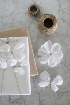 DIY Pappersblommor på paket is part of Simple gift wrapping, Gift wrapping, Gift wrapping inspiration, Gifts, Flower… in 2020 Wrapping Ideas, Gift Wraping, Creative Gift Wrapping, Gift Wrapping Paper, Christmas Gift Wrapping, Creative Gifts, Japanese Gift Wrapping, Gift Wrap Box, Diy Gift Box