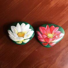 White & red lotus  #lotus #flower #bunga #batulukis  #paintedstones #jualbatulukis #jualsouvenir #jualsouvenirmurah #jualsouvenirpernikahan #jualsouvenirultah #jualsouvenirwedding #souvenirwedding #souvenirmurah #souvenirunik #souvenirlucu #souvenir #kadounik #kado #kadoulangtahun #kadopacar #kadoultah #kadomurah #kadoanak #kadowisuda #art