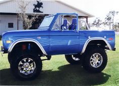 1974 FORD BRONCO. pinned cuz I have wanted one of these for ever. convertible without being yuppie, but still not a total billy truck.