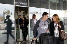 Messi acompañado de su madre. La expedición azulgrana viaja a Zúrich para asistir a la Gala FIFA de la entrega del Balón de Oro. Foto: Morat...