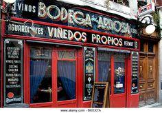 """Bodega de la Ardosa. Um bar de tapas super tradicional, em dos bairros mais tradicionais da """"movida madrileña"""": Malasaña."""