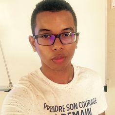 Prendre son courage à demain... #reunionisland #lareunion #974 #974 #team974 #french #frenchman #francais #france #man #men #oakley #jules #loveyourself #loveyourbody #metisse #islandboy #lips #biglips #redlips #instapic #instaphoto #picoftheday #instaselfie #international  by nicko_khun