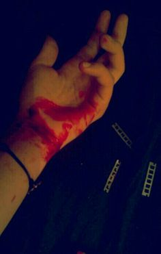 Pain let you forget .. #selfharm #cut #cutting #pain #blood #harm #loselife#giveup #fake #smile #scars #girl #depression #letmego #suicidal#anxiety #suffer