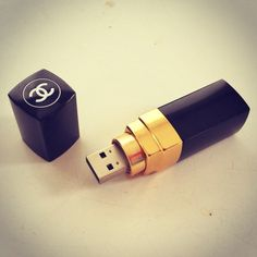 Somebody tell me where I can find this beauty.  #Chanel USB