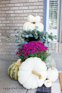 DIY Home Decor Ideas : Illustration Description With a few simple items, it's easy to create a beautiful fall front porch that's just as cozy as it looks! Get lots of fall inspiration for… Retro Home Decor, Unique Home Decor, Thanksgiving Decorations, Seasonal Decor, Fall Decorations, Holiday Decor, Autumn Home, Autumn Inspiration, Porch Decorating
