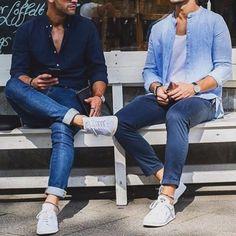 k.mollyJeans and Spring. . 爽やかな春のジーンズスタイル。 おしゃれな人は必ず素足。 靴下見えたらダサくなる。 紙一重。シンプルなファッションて誤魔化せないから難しい。 . . #outfit #ootd #streetsnap #mens #mensfashion #shirt #spring #simple #jeans #denim #今日のコーデ #今日の服 #メンズ #メンズファッション #デニム #ジーンズ #シンプル #シャツ #スニーカー
