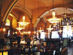 Cafe Americain aan het Leidseplein in Amsterdam ...... met de mooiste lampen ter wereld.