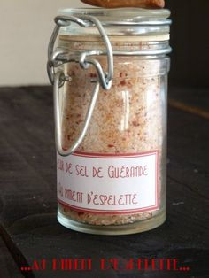 Fleur de sel au piment d'espelette Dressing, Spices And Herbs, Some Recipe, Spice Mixes, Charcuterie, Diy Food, Chutney, Candle Jars, Food And Drink