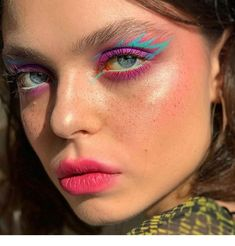 graphic liner goals makeup delineado Image about girl in make up by ♡Meet The Beatles♡ Eye Makeup Art, Blue Makeup, Pretty Makeup, Eyeshadow Makeup, Makeup Inspo, Makeup Ideas, Neon Eyeshadow, Makeup Guide, Makeup Kit