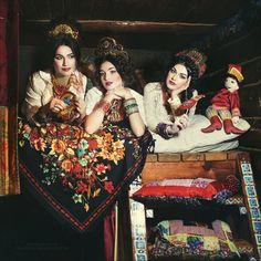 j'aime la poésie folklorique et féminine de cette photo qui ressemble à une peinture