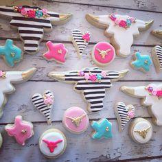 black and white gold tipped longhorn cookies Fancy Cookies, Iced Cookies, Cute Cookies, Royal Icing Cookies, Sugar Cookies, Dog Cookies, Birthday Cookies, Cookie Designs, Savoury Cake