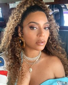 Short Afro Wigs, Curly Wigs, Blond, Beyonce Body, Beyonce Braids, Stylish Short Hair, Costume Noir, Rides Front, Bangs