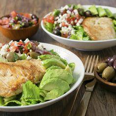 Grekisk kycklingsallad med senapsvinägrett - Recept - Tasteline.com Lchf, Avocado Toast, Guacamole, Tacos, Turkey, Health Fitness, Mexican, Chicken, Breakfast