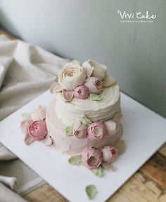 Rice cake class. White Bean paste flower. Made by_student . .  수업상담 Kakao Id : koreaflower02 Line Id : vivicake02 Wechat Id : vivicake_korea . . 블로그 주소 : www.vivi-cake.com . . vivicakeclass@gmail.com . . .  #flowercake #korea #design #cake #cupcakes #flowercakeclass #cakeclass #flowers #riceflower #koreaflowercake #koreanflowercake #piping #rice #riceflowercake #wilton #wiltoncake #ricecakeflowercake #koreanbuttercream #flowers #baking #beanpaste #beanpasteflower #seoul #hongdae #cakeicing…