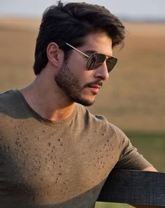 10 Best Aviator Sunglasses For Men 2019 – The Finest Feed Top 25 Mens Sunglasses. Mens Hairstyles With Beard, Cool Hairstyles For Men, Boy Hairstyles, Haircuts For Men, Best Aviator Sunglasses, Mens Sunglasses, Beard Styles For Men, Hair And Beard Styles, Boys Beard Style