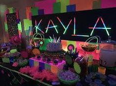Resultado de imagen de decoracion con colores neon