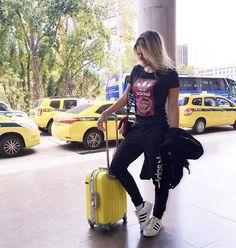 ⠀ Para mim, aqui é um verdadeiro paraíso! Quem acertou?! Hahaha ⠀ ⠀ #aerolook toda de #AdidasTeresina ⚽️ | Calça moletom, que virou tendência forte e não existe peça mais confortável, T-shirt e Tênis superstar, que não sai mais do meu pé ⠀ ⠀ ➖➖➖➖➖➖ #rio2016 #riodejaneiro #rio2016 #GPviaja #brasil #trip #lookdodia #trend #gabifpinho #follow #follow4follow #like4like #teresina #thebloggers